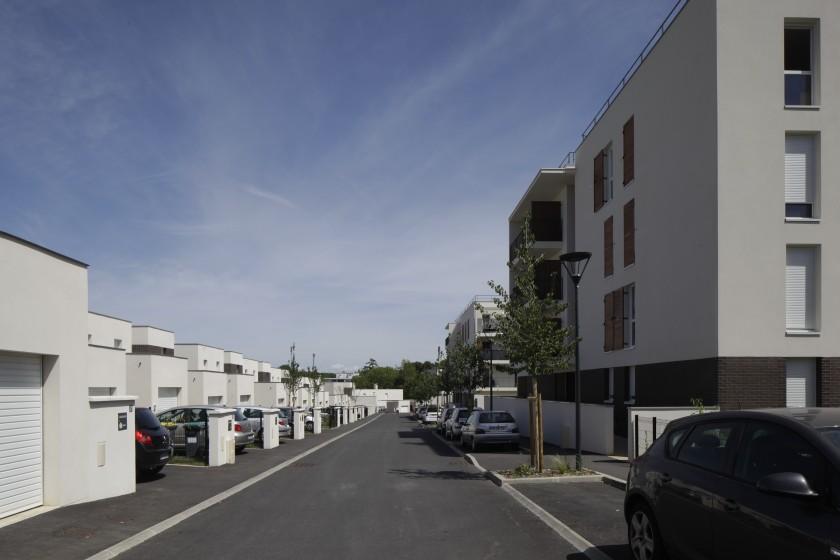 LOEIZ CARADEC ET FRANCOISE RISTERUCCI ARCHITECTES. SARL ARCHITECTURE ET URBANISME. 6 IMPASSE DE MONT-LOUIS. 75011 PARIS. HABITAT. 118 LOGEMENTS COLLECTIFS ET INDIVIDUELS SOCIAUX. BOUSSY-SAINT-ANTOINE