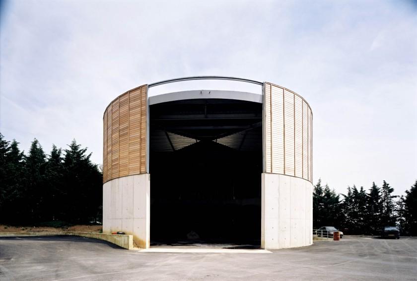 LOEIZ CARADEC ET FRANCOISE RISTERUCCI ARCHITECTES. SARL ARCHITECTURE ET URBANISME. 6 IMPASSE DE MONT-LOUIS. 75011 PARIS. AUTOROUTIER. CENTRE D'ENTRETIEN ET D'EXPLOITATION DE L'A 13. ROCQUENCOURT